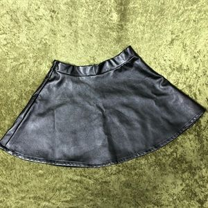 Bottoms - LAST CHANCE🍌Black pleather skater skirt
